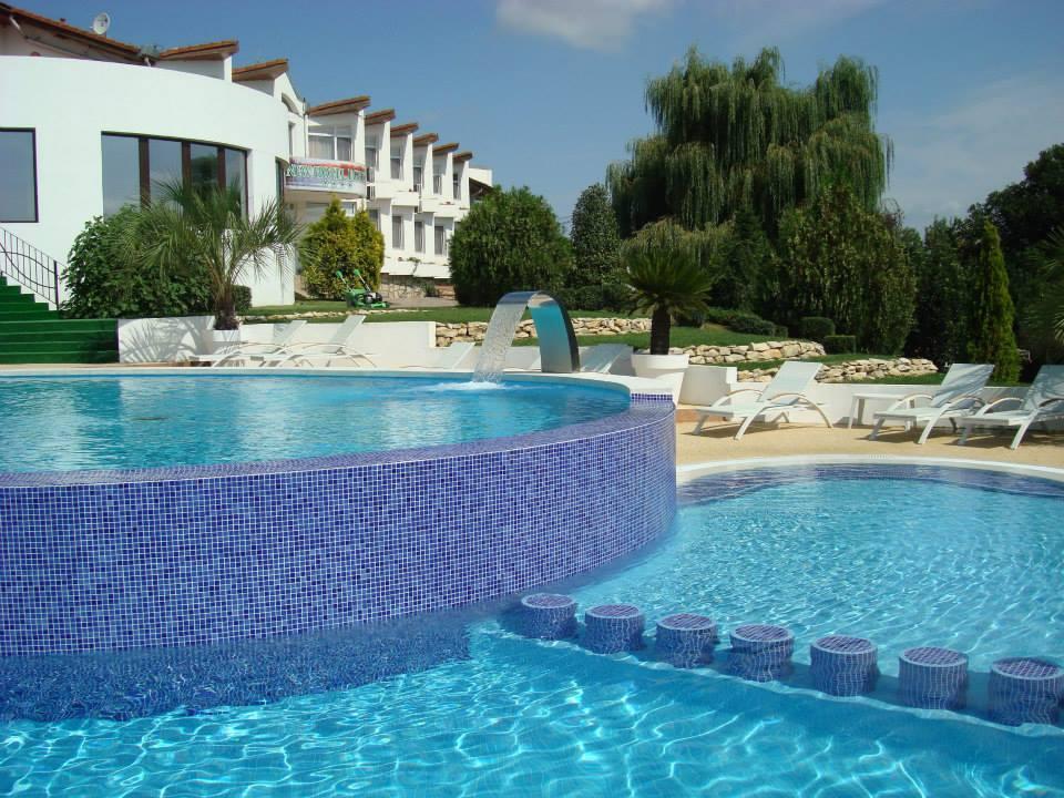 fiona-construct-piscina-infinity-hotel-003