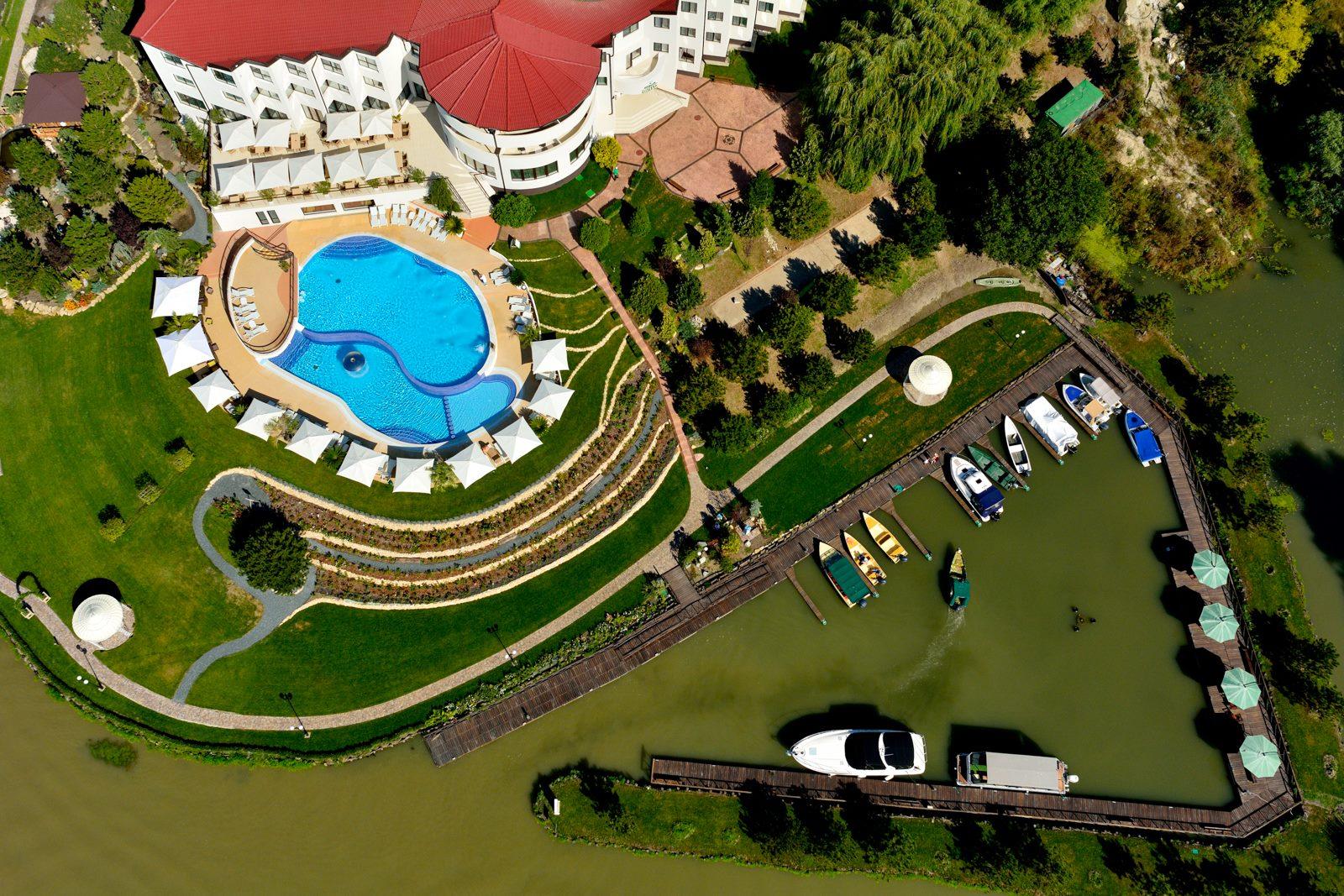 fiona-construct-piscina-infinity-hotel-005